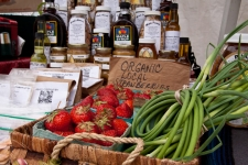 Artisanal_Food_&_Farm_Market_Strawberries_credit_Econosmith