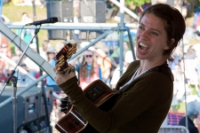 Ani_DiFranco_Rainbow_Stage_credit_Econosmith
