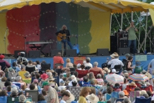 Arlo_Guthrie_Rainbow_Stage_cropped_credit_Augusto_F_Menezes