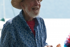 Pete_Seeger_at_River_Blessing_credit_Econosmith